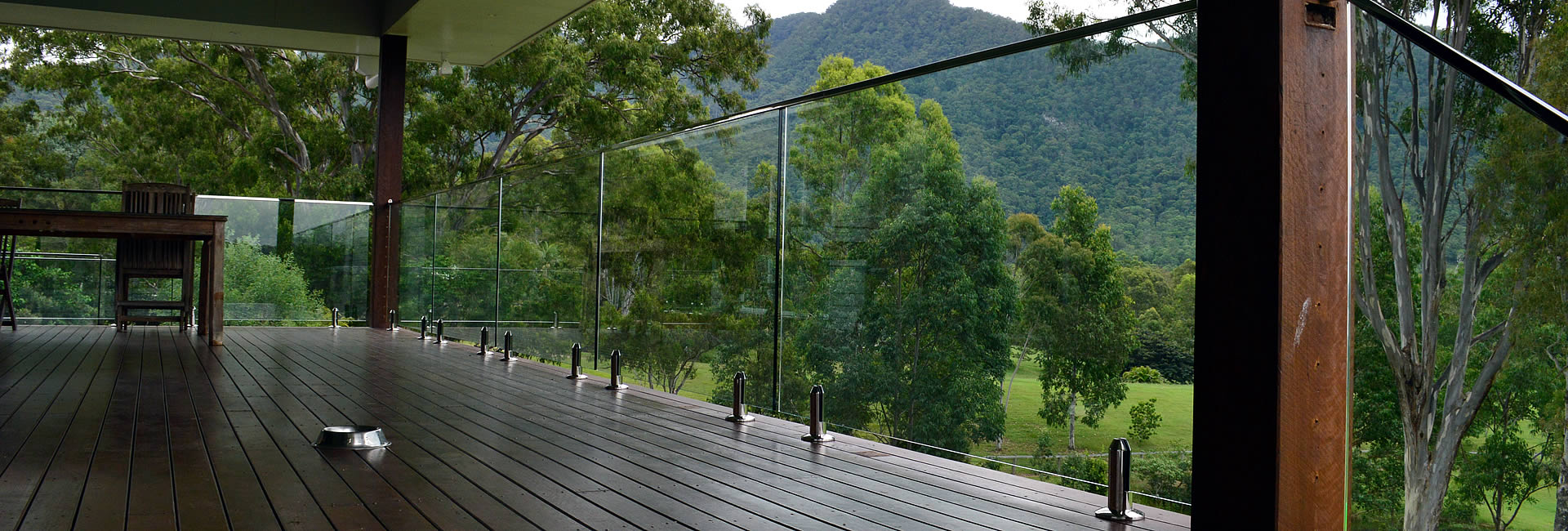 raphs-glass-pool-fencing-brisbane-balistrade-04